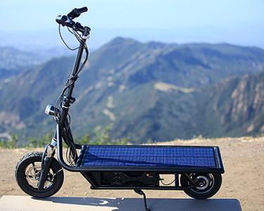 Un patinete eléctrico solar