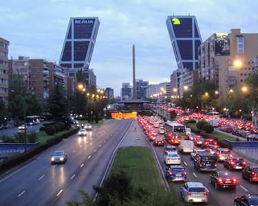 El tráfico en las ciudades / Paseo de la Castellana (CC) Alvy @ Flickr