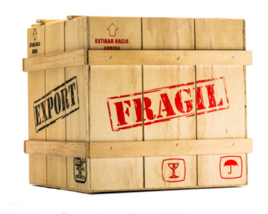 Caja Fragil para Exportaci?n aislada en fondo blanco