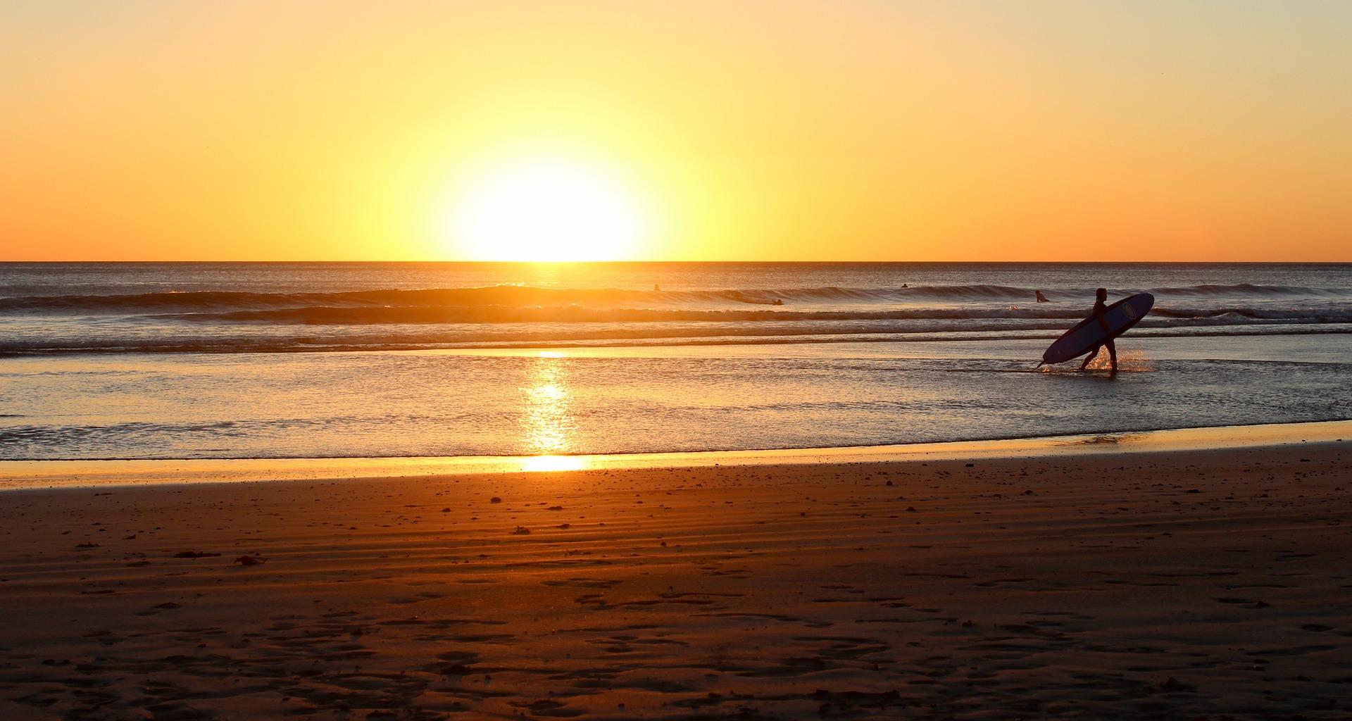 beach-sunrise-1149548_1920