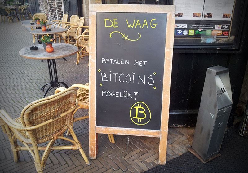 Bitcoin Accepted (CC) Targaryen @ Wikimedia