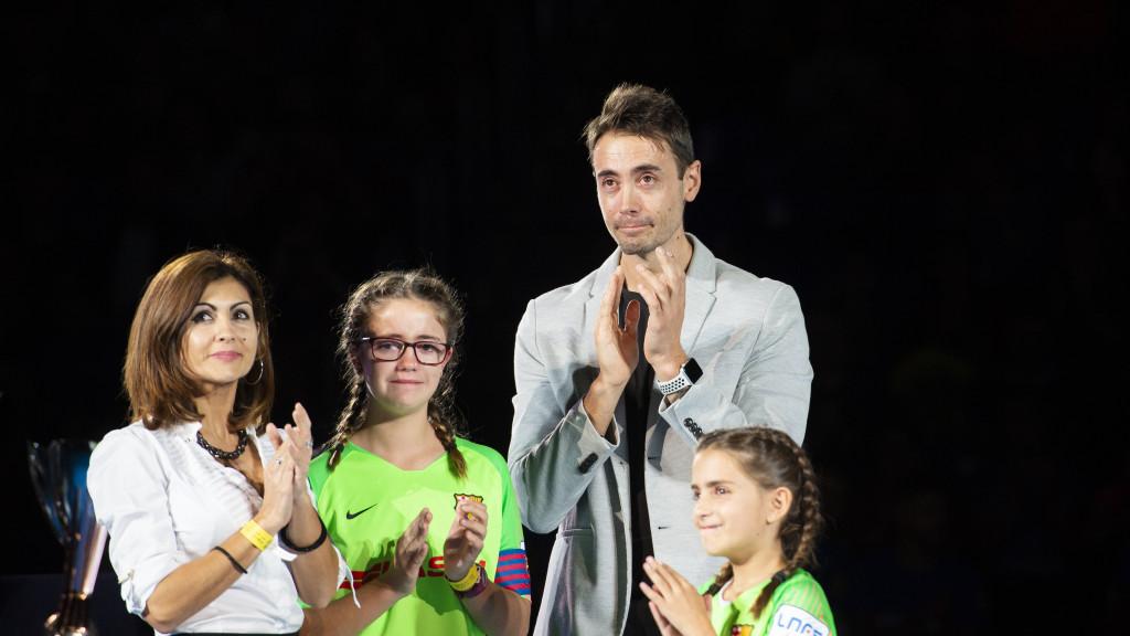 Paco Sedano y su familia en el homenaje al jugador