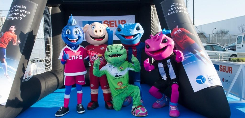 Las mascotas Blue (LNFS), Cerdinho (El Pozo Murcia), Roqueta (Palma Futsal) y Blau y Grana (UD Levante Futsal) durante la Copa de España en Valencia