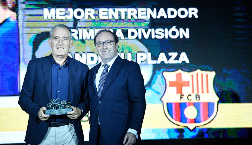 David Sastre entrega el Trofeo SEUR al Mejor Entrenador de Primera División